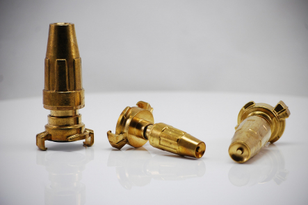 Brass spray nozzle with quick coupling
