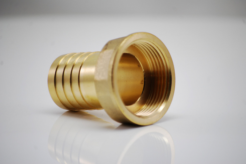 Brass hose nozzle with internal thread